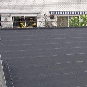 Rénovation toiture plate? Découvrez des infos & des prix ici!