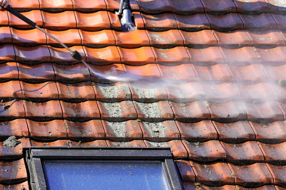 Méthodes démoussage toiture